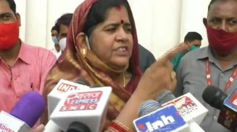 印度女部长怒斥确诊传言:我在牛粪中出生 不会得新冠【www.smxdc.net】 全球新闻风头榜 第1张