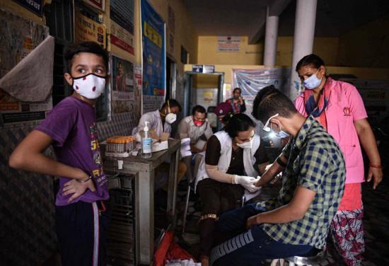 印度日增97570例新冠确诊破新高,累计超465万例【www.smxdc.net】