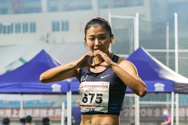女子100米栏:吴艳妮夺冠比心-第1张