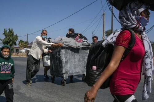 希腊难民营被大火烧毁后,德国称将接收1500多名难民-第3张