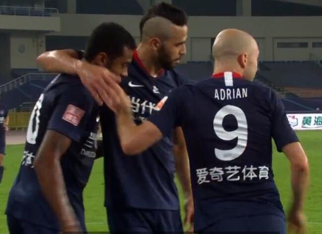 GIF:晏紫豪停球失误,西里诺抢断助攻阿德里安得分-第1张