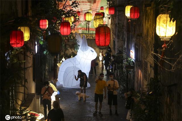 马来西亚庆祝中秋 街头装饰一新巨型兔子灯吸睛-第4张
