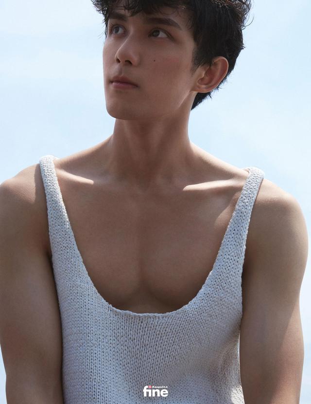 吴磊身着蓝色衬衫 造型清爽少年感十足-第5张