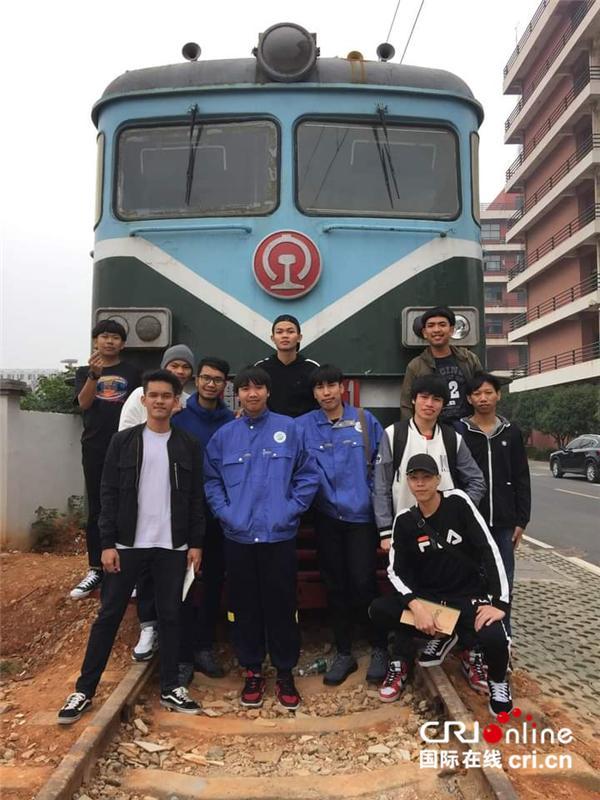 """泰国小伙儿郑齐光在中国学高铁检修""""等中泰铁路建好我就能走我梦想的路""""-第3张"""