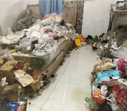 男子单身公寓退租后,厕所房间的垃圾半人高 房东气坏:他从来不倒 全球新闻风头榜 第1张