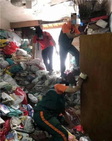 男子单身公寓退租后,厕所房间的垃圾半人高 房东气坏:他从来不倒 全球新闻风头榜 第2张