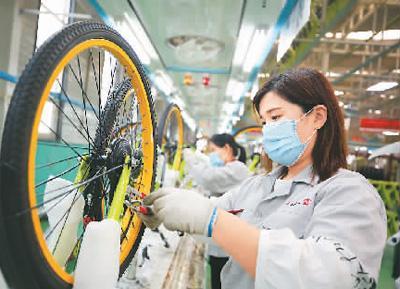 我国自行车行业年收入将破3600亿元 你平时骑吗?