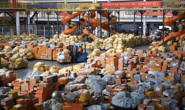 逆风破浪 中国经济迎来里程碑式新跨越