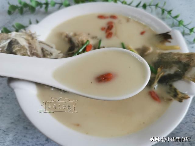 老父親手術后,做條「白酒桂魚湯」補補身子,湯汁濃白營養滋補
