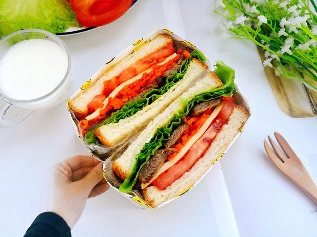認真吃早餐,就從最簡單的醬牛肉三明治做起,輕輕鬆鬆搞定!