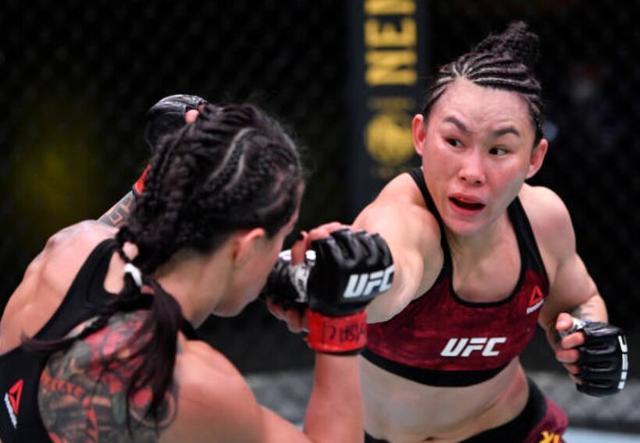 闫晓楠豪取UFC六连胜,随时准备好挑战张伟丽 全球新闻风头榜 第2张