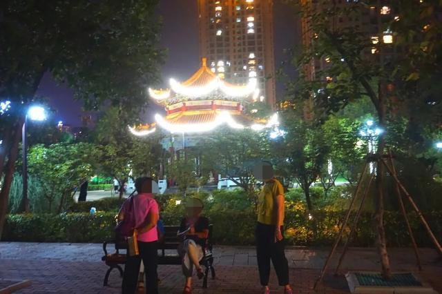 「游园夜景醉游人」晚上8点以后的工人文化宫,美爆了插图16