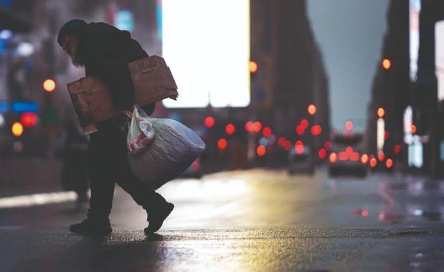 债务陷阱:穷人负债累累,富人储蓄过剩