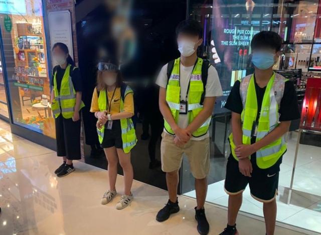 香港警方昨晚票控16名假记者,年龄最小者12岁