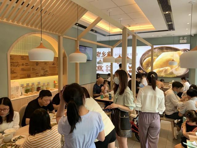 花千�f��[��i先生代言,�@家中式快餐品牌豪�S千金值不值?