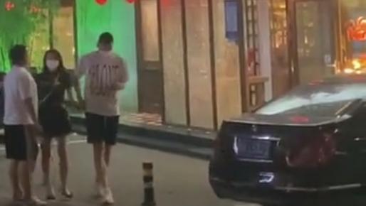 男篮国手孙悦被拍与知名车模约会!网传他与娇妻陈露或已离婚插图7