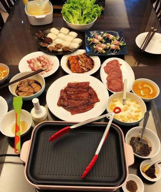 餐館裏的韓國烤肉人均90元,在家自己做,90元一家人都吃不完