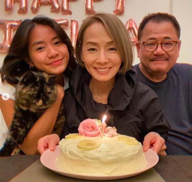 影后毛舜筠61岁生日晒照,素颜皮肤紧致无皱纹,与女儿似姐妹 全球新闻风头榜 第1张