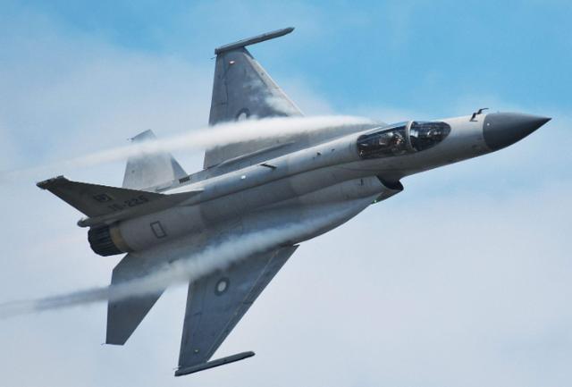 """巴基斯坦""""枭龙""""掉了!战机坠毁于印巴边境,印度国内一片欢腾-第1张"""