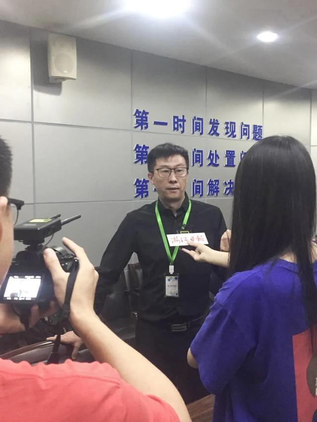 《浙江日报》针对餐饮油烟在线监控项目采访森石科技董事长钱佗先生