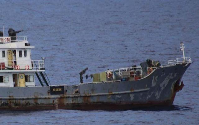 怂恿渔民越境非法捕捞,越南无视我国禁令的代价:11艘渔船被扣押-第1张