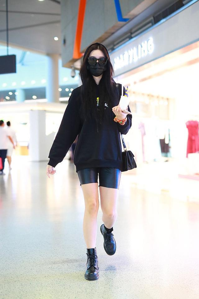 让李沁、赵丽颖爱不释手的单品,一件卫衣轻松get今年流行趋势-第11张