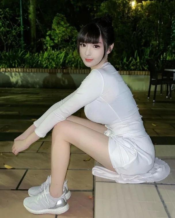 台湾网红Amy童颜巨乳女神身材比例夸张似漫画人物