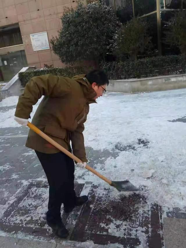 淮安市住建系统抗战极寒天气扫雪除冰掠影