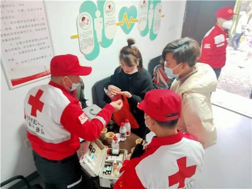 春节里的红色超人 ——永康红十字应急救援队方岩景区春节安全保障篇