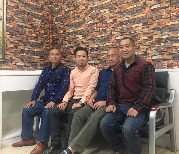 龚氏网总编辑龚国林赴成都新都区新川劳保手套厂调研