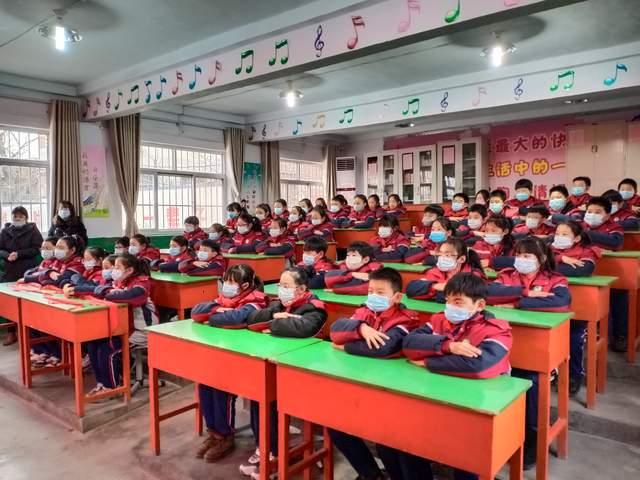 安阳市育嘉纺织有限公司为学校捐赠口罩