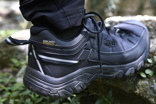 新手该怎么挑登山鞋?KEEN防水徒步登山鞋测评体验