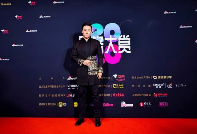 高庆一受邀主持新浪时尚风格大赏  跨界科普者展现无限可能