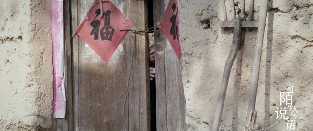 连上厕所都被村民跟踪,大衣哥忍了10年依然不想离开家乡