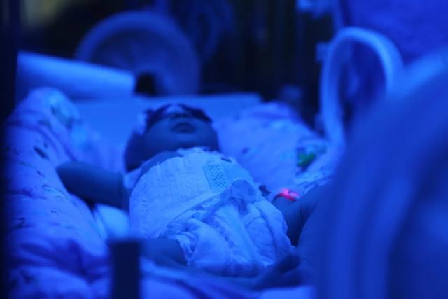 用爱点亮「新希望」 走进绵阳市中心医院新生儿重症监护室
