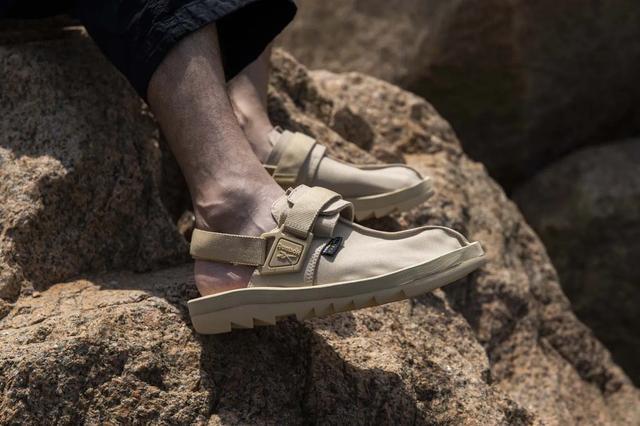 秋天来双好看又舒适的凉鞋,Reebok锐步将会是秋季专属凉鞋?