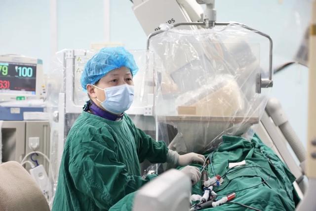 手术中运用 ECMO 平复「疯狂」的心跳