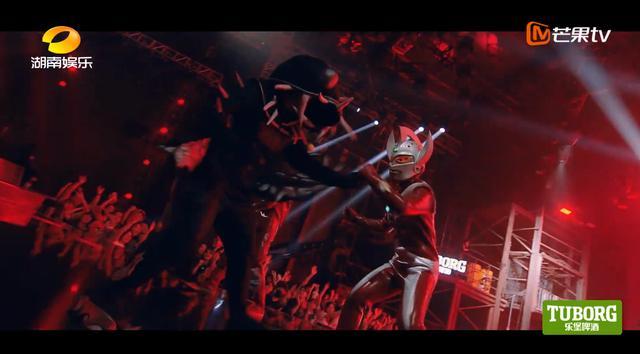 请奥特曼和怪兽上台一起表演,法老不愧是说唱圈沙雕第一人…