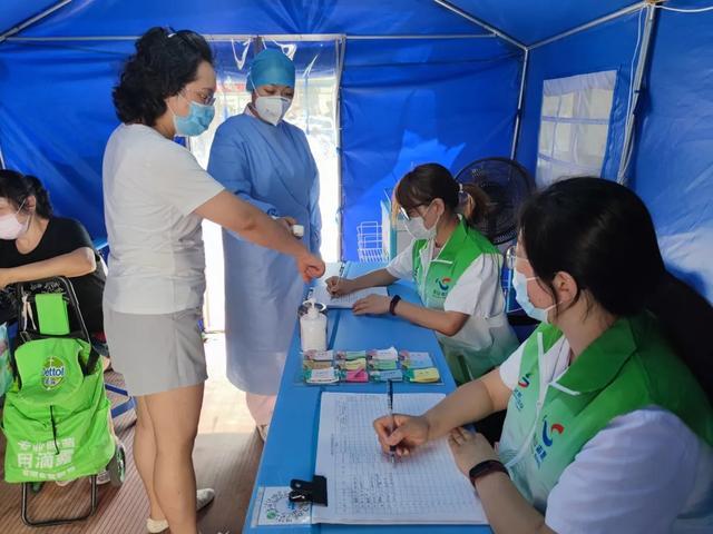 乘风破浪送关爱,志愿有你更友爱 —上海市第二康复医院开展高温慰问志愿者代表活动