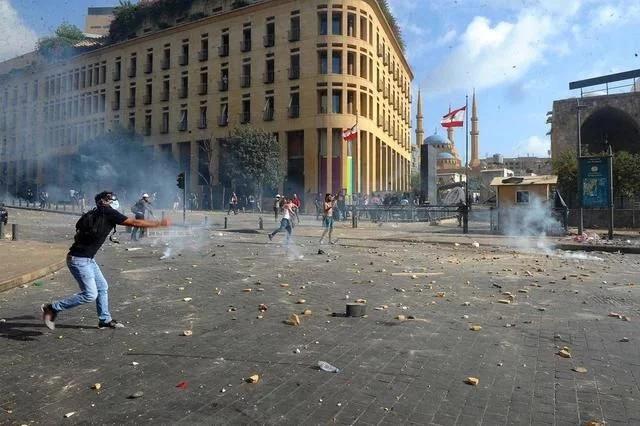 黎巴嫩首都发生大规模示威活动 示威者与警方发生激烈冲突