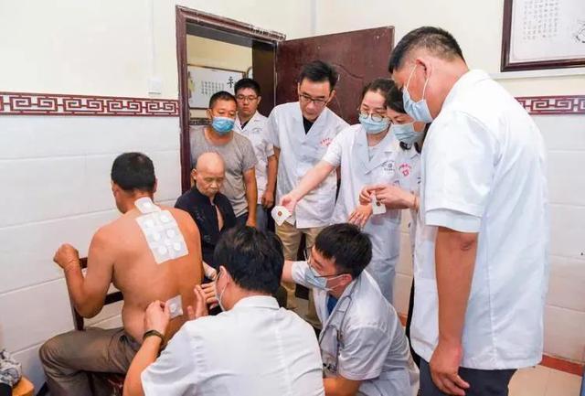 应从江所需,尽杭州所能,萧山区第一人民医院被授予「扶贫贡献爱心单位」称号