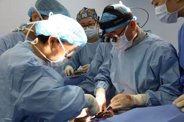 胰腺癌晚期伴梗阻性黄疸,专家会诊为生命的延续开路