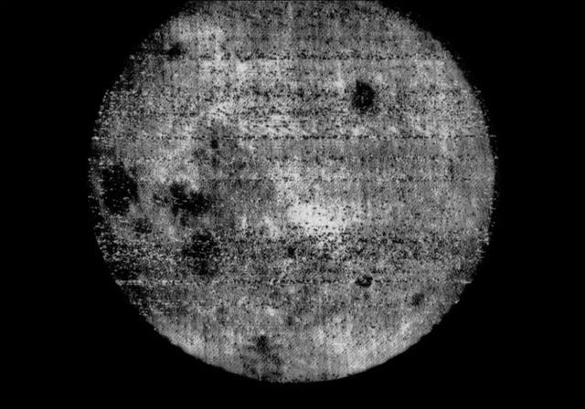 月之暗面被冰封的冰