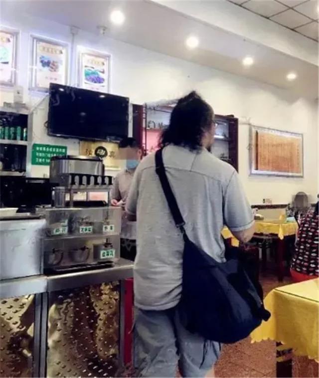 窦唯平价餐馆吃饭被偶遇 窦唯:窦靖童的爸爸、王菲的前夫