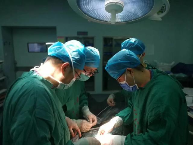 年轻女子被「尿」纠缠 西安大兴医院援手解忧