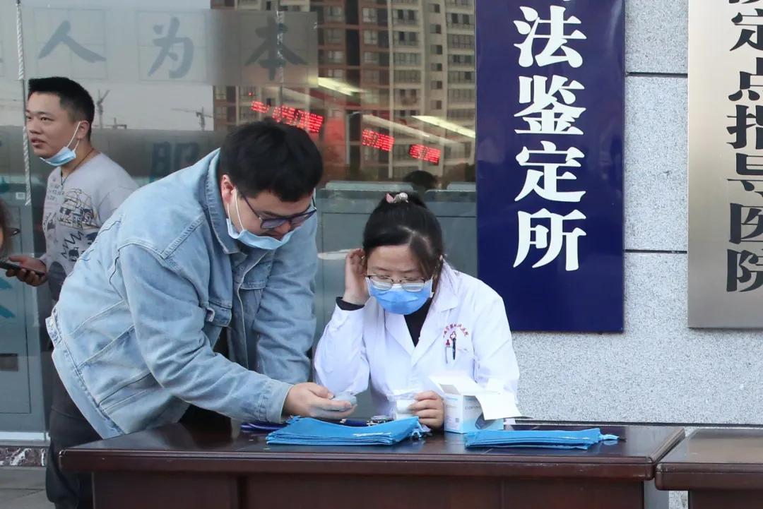 常德市第四人民医院举行「改善慢阻肺生活」义诊活动