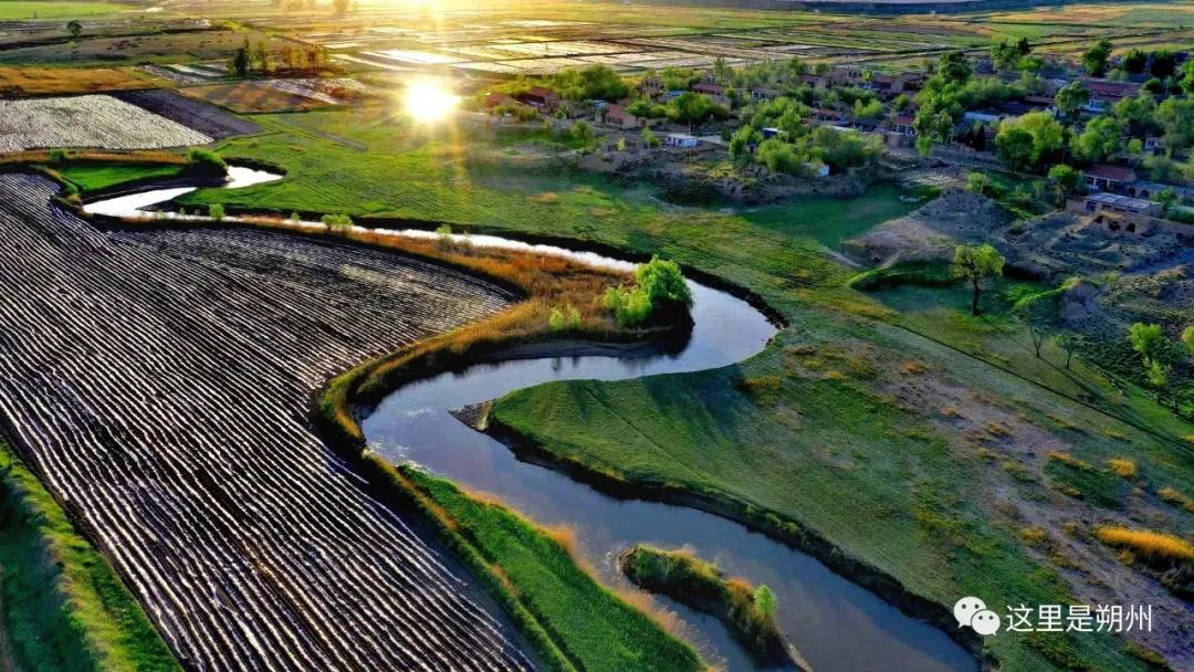 金光照在桑干河