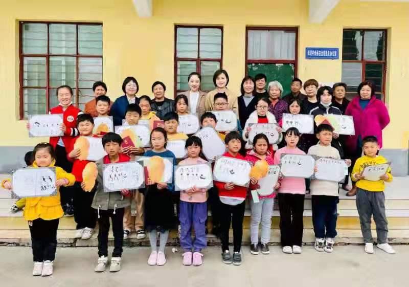 双塔村:五一开展关爱青少年儿童健康成长公益活动