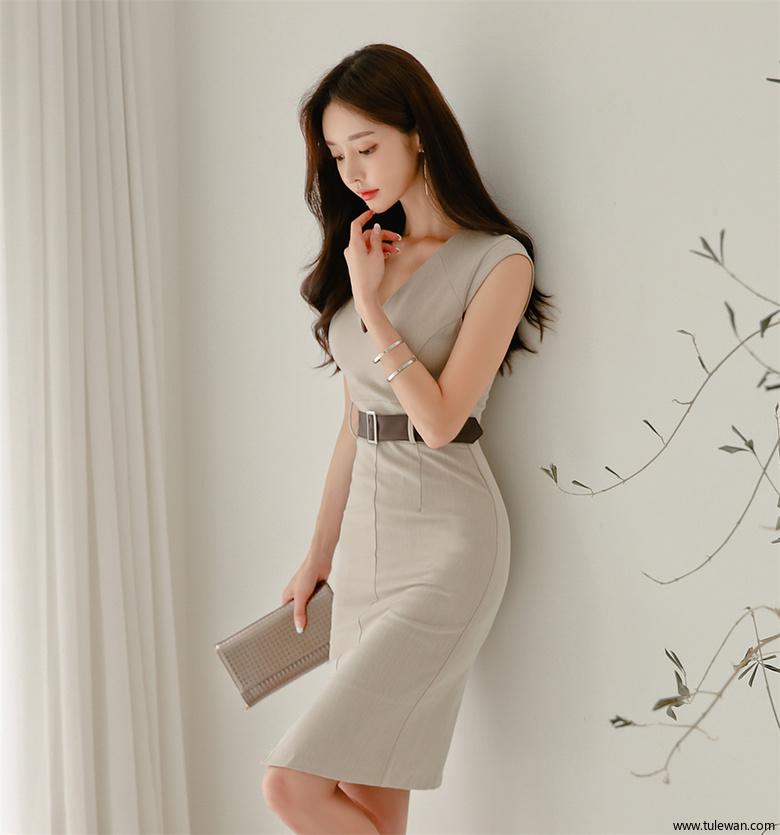 孙允珠丨纯色瓷黄釉彩花瓶束腰及膝裙