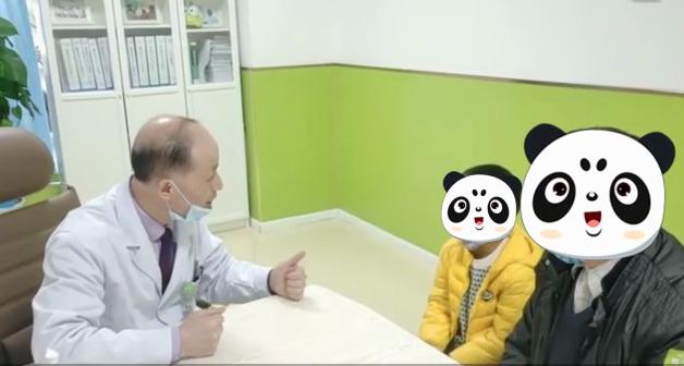颜泽明主任询问多动症患儿情况